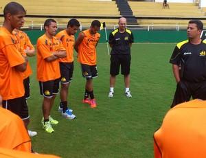 Luis Fernando Goulart, novo preparador físico do Criciúma, nos primeiros contatos com o grupo de jogadores (Foto: Fernando Ribeiro / Criciúma EC)