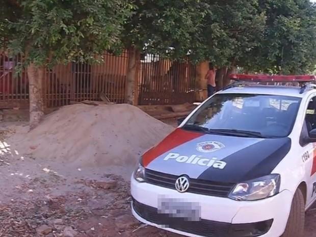 Casa do suspeito onde criança foi estuprada (Foto: Reprodução/ TV TEM)