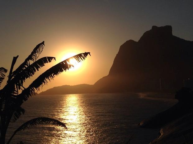 Último pôr do sol de janeiro em Sâo Conrado (Foto: Káthia Mello/G1 Rio)