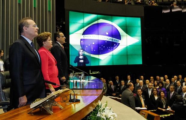Renan Calheiros, Dilma e Henrique Alves na sessão solene da Câmara pelos 25 anos da Constituição (Foto: Roberto Stuckert Filho / PR)