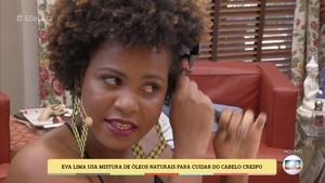 Eva Lima usa mistura de óleos naturais para cuidar do cabelo crespo (Foto: TV Globo)
