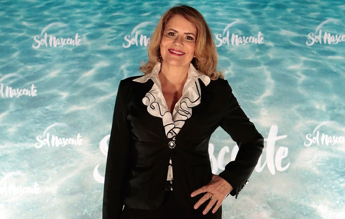 Sylvia Bandeira aposta em look elegante para coletiva de 'Sol Nascente' (Foto: Gshow/Felipe Monteiro)