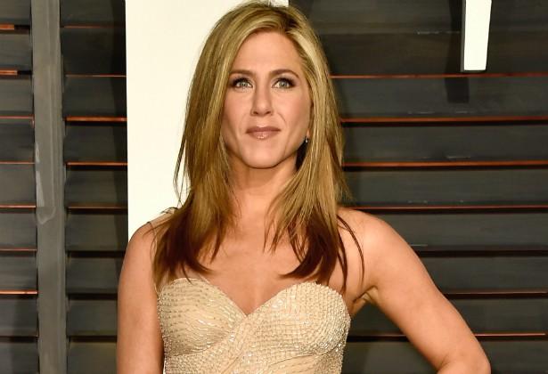 Empregados de Jennifer Aniston juram que ela não se importa em ficar nua na frente deles, nem de tomar banho em casa fazendo top less ou usando biquínis mínimos. Viva a intimidade! (Foto: Getty Images)