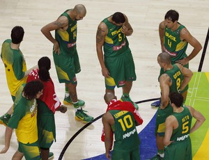 brasil x servia basquete (Foto: EFE)