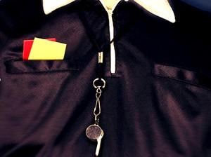 arte juiz apito cartões árbitro (Foto: arte)