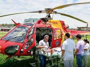 A vítima seguiu de helicóptero para o Hospital João XXIII, na capital mineira (Foto: Ágora/Divulgação)