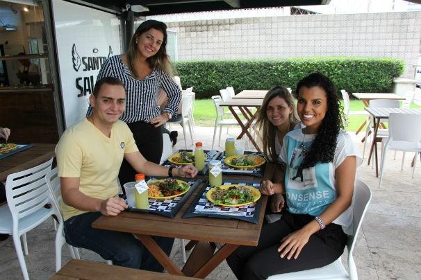 Lorena acompanhada de Murilo e da nutricionista Brenda Reblin (Foto: Blog Desafio Dez Milhas)