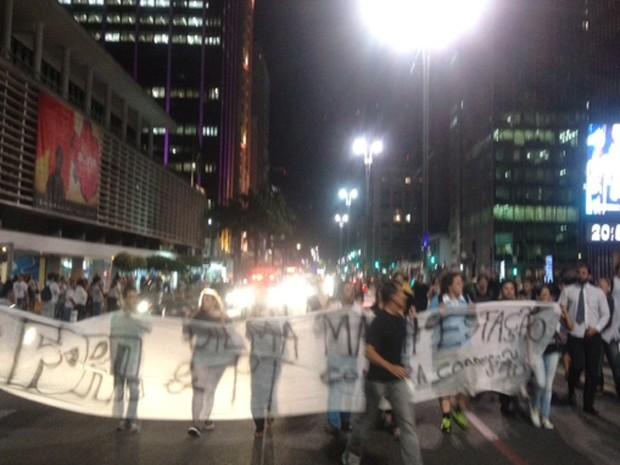 Grupo fecha Avenida Paulista em protesto contra Dilma Rousseff  (Foto: Roney Domingos/G1)