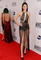 Kendall Jenner usa look transparente e sem sutiã no AMAs 2014
