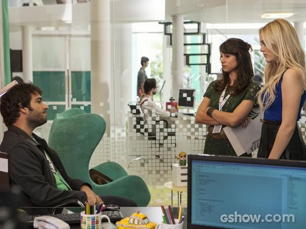 Megan provoca Manu e fala sobre ligação para Davi (Foto: Inácio Moraes/TV Globo)