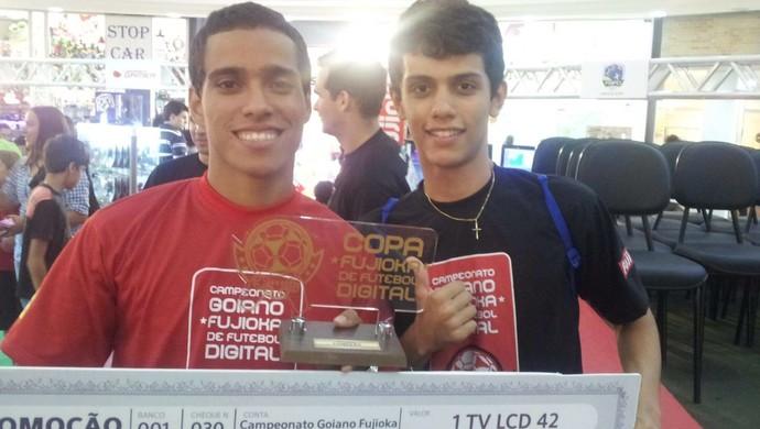 Wendell Lira e o amigo Guilherme Bagmanian em campeonato de videogame (Foto: Arquivo Pessoal)