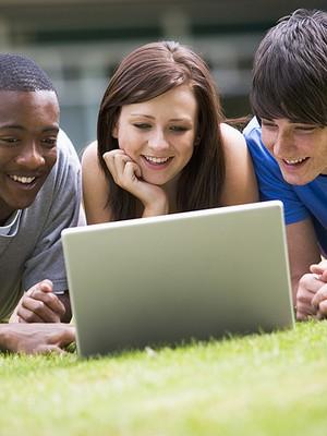 Computador Jovem Internet Redes sociais (Foto: Shutterstock)