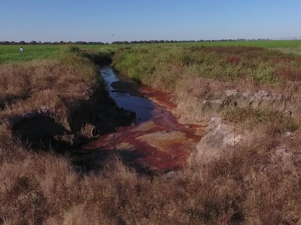 Água do Rio Araguaia está sendo desviada para irrigação, em Goiás (Foto: Divulgação/Polícia Civil)