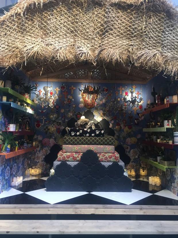 Mexican Bedroom, na visão de Antonio Marras com a colaboração de Paolo Bazzani, com cama de Corian (Foto: Thais Lauton/Editora Globo)