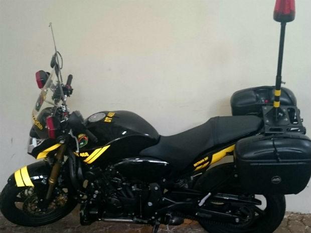 Moto usada atualmente pelo Detran do Distrito Federal, modelo Honda CB 600 F Hornet (Foto: Detran/Reprodução)