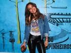 Sabrina Sato usa look despojado em show do rapper Emicida em São Paulo