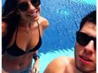 Filha de Luigi Baricelli mostra corpão na piscina