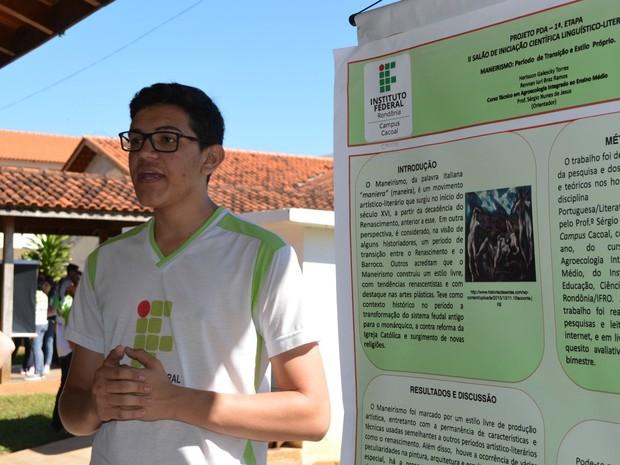 Alunos aprendem a formular projetos científicos durante projeto (Foto: Magda Oliveira/G1)