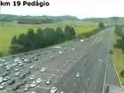 Motoristas enfrentam congestionamento na ERS-040, no RS