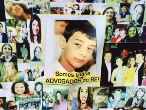 Cartaz em homenagem a Bernardo em Três Passos, RS (Foto: Caetanno Freitas/G1)