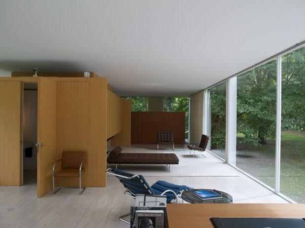 A hist ria da ic nica farnsworth house de mies van der for Casa minimalista de mies van der rohe