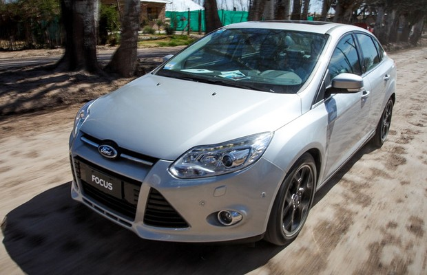 <b>Focus Hatch SE 2.0 AT</b>: fotos, <b>consumo</b> e <b>especificações</b> 2014