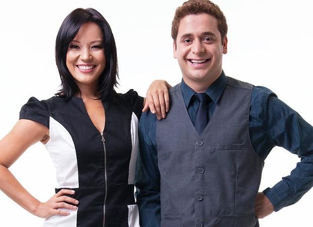 Ao lado de Geovanna Tominaga, Andrey apresenta o reality show 'Como cheguei aqui', do canal americano BYU-TV Internacional (Foto: Divulgação)