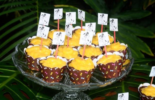 Nas festas promovidas pela empresa, são oferecidas guloseimas caninas feitas a partir de ingredientes naturais (Foto: Divulgação)