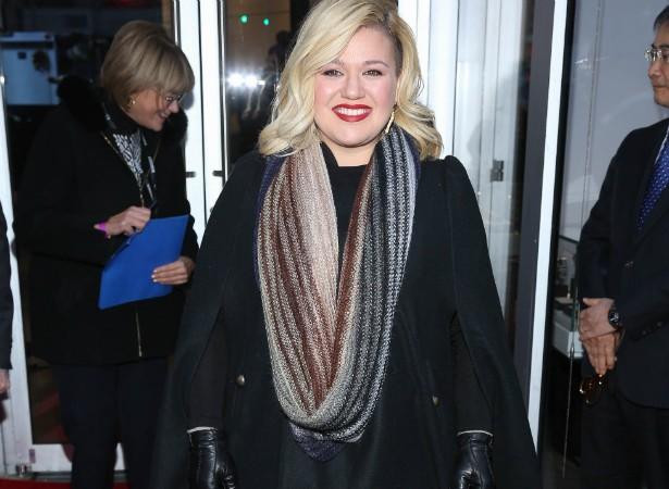 """Em 2009, a cantora Kelly Clarkson se disse cansada de ouvir que está gorda. Ela se abriu numa entrevista de rádio: """"Isso já vem acontecendo há sete anos. Tipo, 'ok, legal sua piada de gorda'"""". (Foto: Getty Images)"""