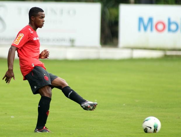 Felipe Dias treino Flamengo (Foto: Mauricio val / Fotocom)