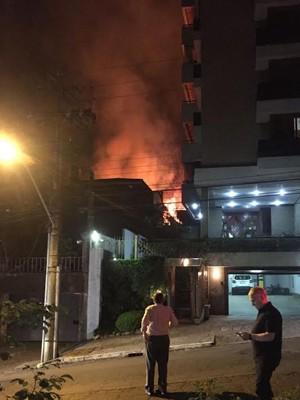 Incêndio, fogo, Rua Quintino Bocaiúva, bairro Rio Branco, Zona Norte, Porto alegre (Foto: Guilherme Abitante/Arquivo Pessoal)