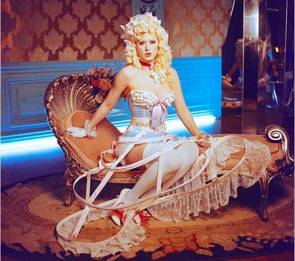 A cantora Katy Perry fantasiada nos bastidores de seu próximo clipe (Foto: Instagram)