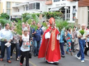Procissão foi realizada na manhã deste domingo (13) ao redor da Catedral de São Sebastião (Foto: Carolina Mescoloti/G1)