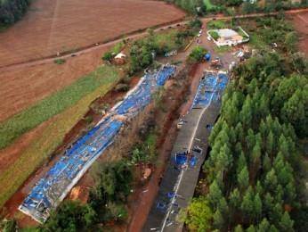 Também na área rural de Quedas do Iguaçu, aviários desabaram (Foto: Zaqueu dos Santos Luz  / Arquivo pessoal)