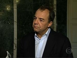 Sérgio Cabral vê beleza em ato no RJ e deixa canal aberto para debate (Foto: Reprodução / TV Globo)