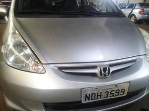 Polícia investiga se carro, além de ser clonado, foi roubado (Foto: Michelly Oda / G1)