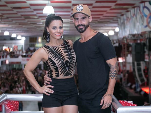 Viviane Araújo e Radamés na quadra do Salgueiro, na Zona Norte do Rio (Foto: Alex Nunes/ Divulgação)