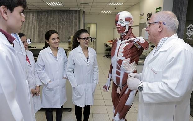 Cursos do Centro de Ciências : nota alta do MEC (Cursos do Centro de Ciências da Saúde obtêm nota alta do MEC (Cursos do Centro de Ciências da Saúde obtêm nota alta do MEC  (editar título)))