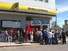 Produtores rurais ocupam agências bancárias e sede do Incra no RS