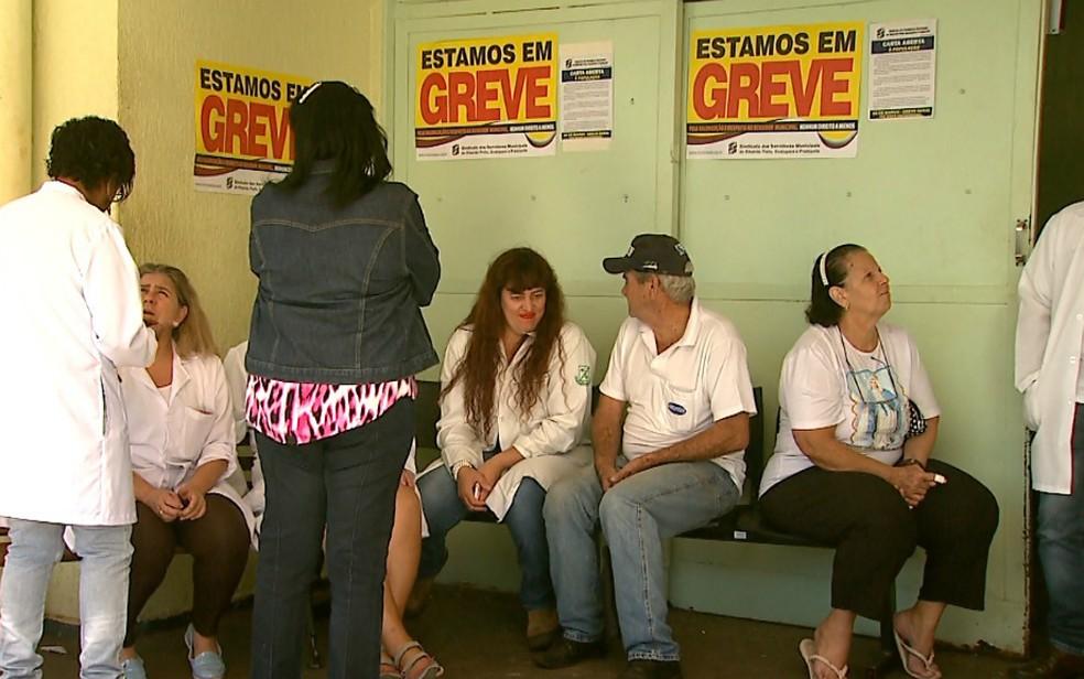 Servidores municipais de Ribeirão Preto estão em greve há dois dias (Foto: Antônio Luiz/EPTV)
