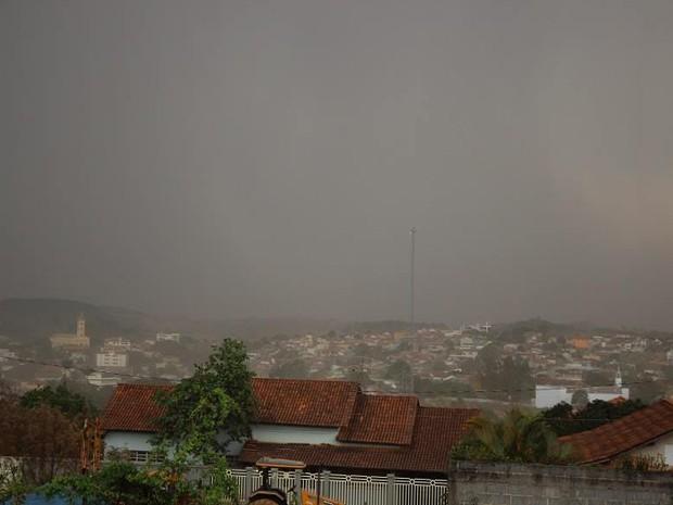 Foto tirada do Bairro Candolas (Foto: Marco Antônio/Tv Bambuí)