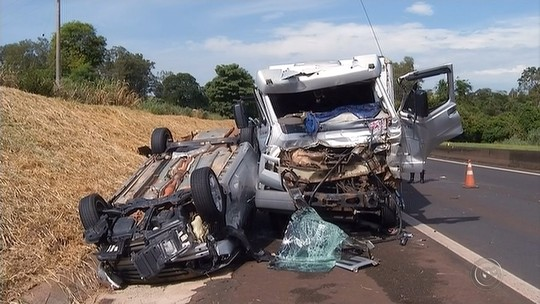 Prefeita e vice de Arco-Íris ficam feridos em acidente entre 6 veículos