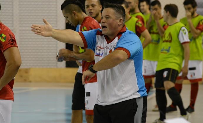 Jabá técnico Grêmio Mogiano Futsal (Foto: Cairo Oliveira)