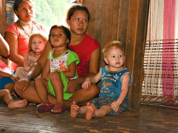 Indígenas albinos da etnia Kaninawá foram fotografados em janeiro  (Foto: Tiago Araújo/Arquivo pessoal)