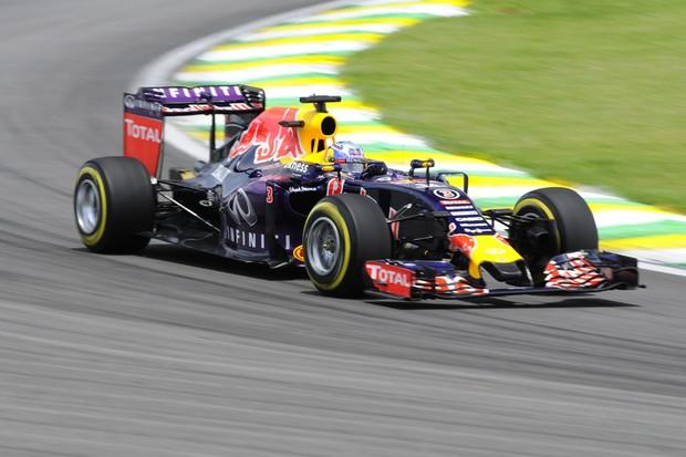 Daniel Ricciardo, da Red Bull, no segundo dia de treinos livre do GP do Brasil 2015 (Foto: Ivan Carneiro / Autoesporte)