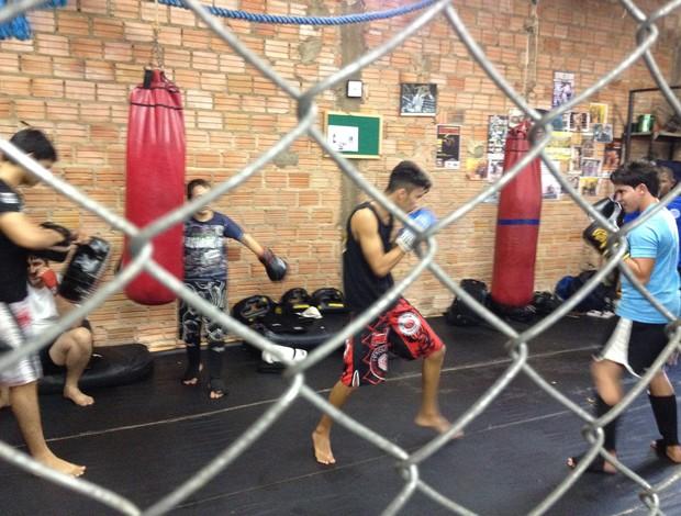 Academia do lutador rondoniense de MMA Amizael Gomes da Silva  (Foto: Hugo Crippa/GLOBOESPORTE.COM)