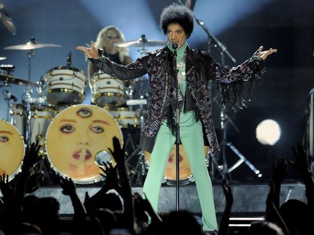 O cantor Prince se apresenta na premiação do Billboard no MGM Grand Garden Arena, em Las Vegas, EUA. A grande vencedora da noite foi a cantora pop Taylor Swift. (Foto: Chris Pizzello/Invision/AP)