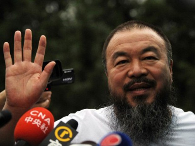 O artista chin&#234;s Ai Weiwei, libertado na quarta-feira (22) ap&#243;s tr&#234;s meses preso. (Foto: Peter Parks / AFP Photo)