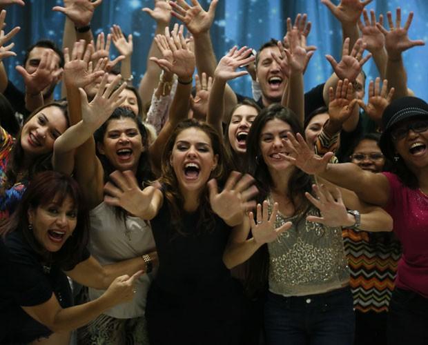 Paloma Bernardi posa feliz após surpresa (Foto: Carol Caminha/ Gshow)
