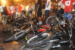 ciclistas atropelamento porto alegre (Foto: Ricardo Duarte/Agência RBS)